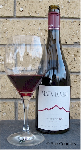 Main Divide Pinot Noir 2012